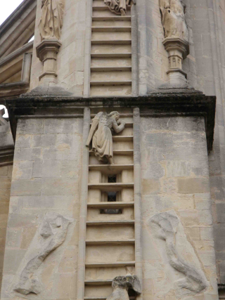 Bath-abbey-angel-ladder-north-close-up
